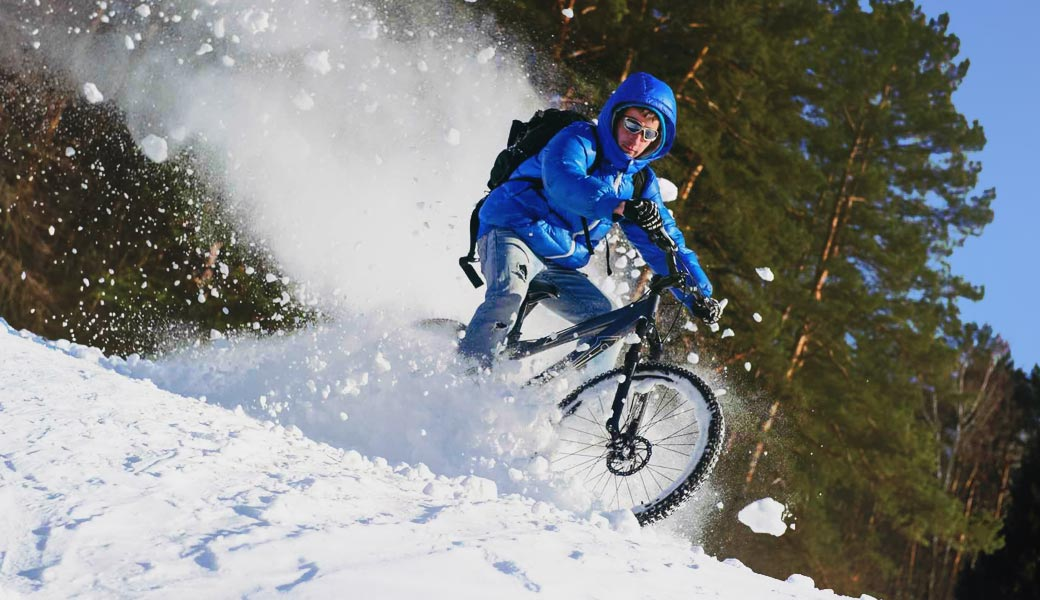 MOUNTAIN BIKE RIDING ON SNOW