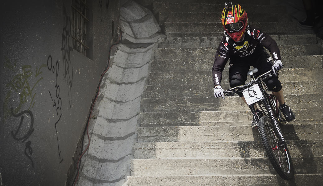 RIDING MOUNTAIN BIKE DOWN THE STAIRS
